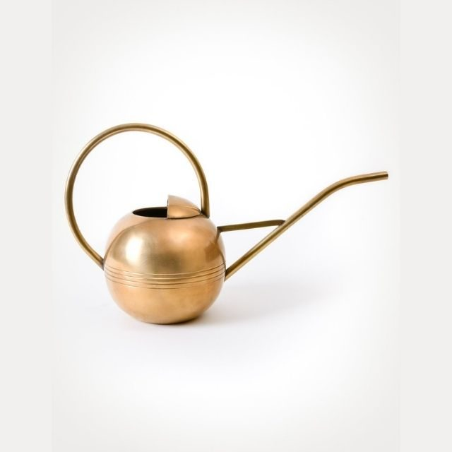 solid brass watering with a 1 liter capacity
